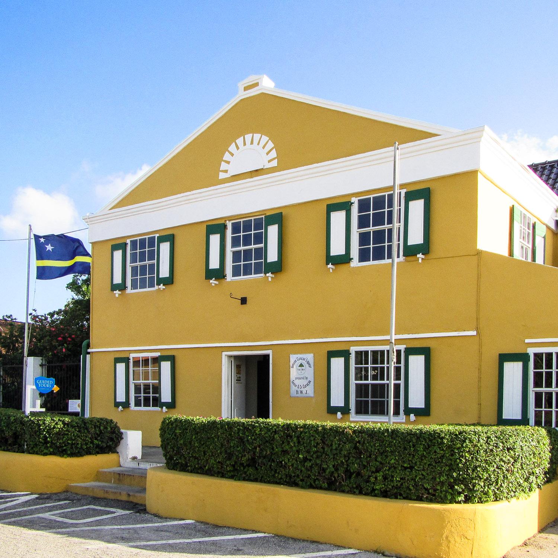 Curacao Likör Fabrik Haus Blue