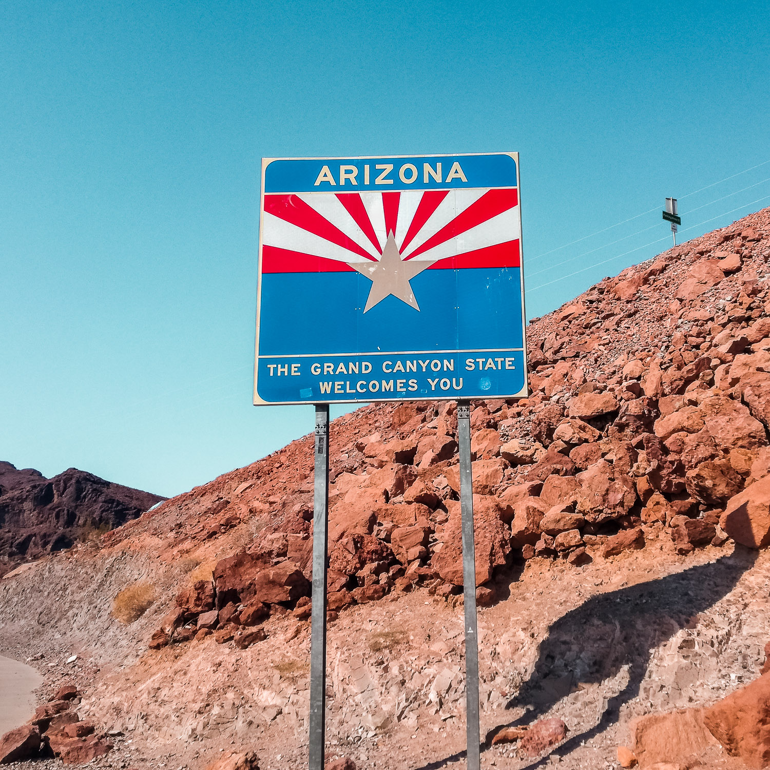 Schild von Arizona Staatsgrenze am Hoover Dam