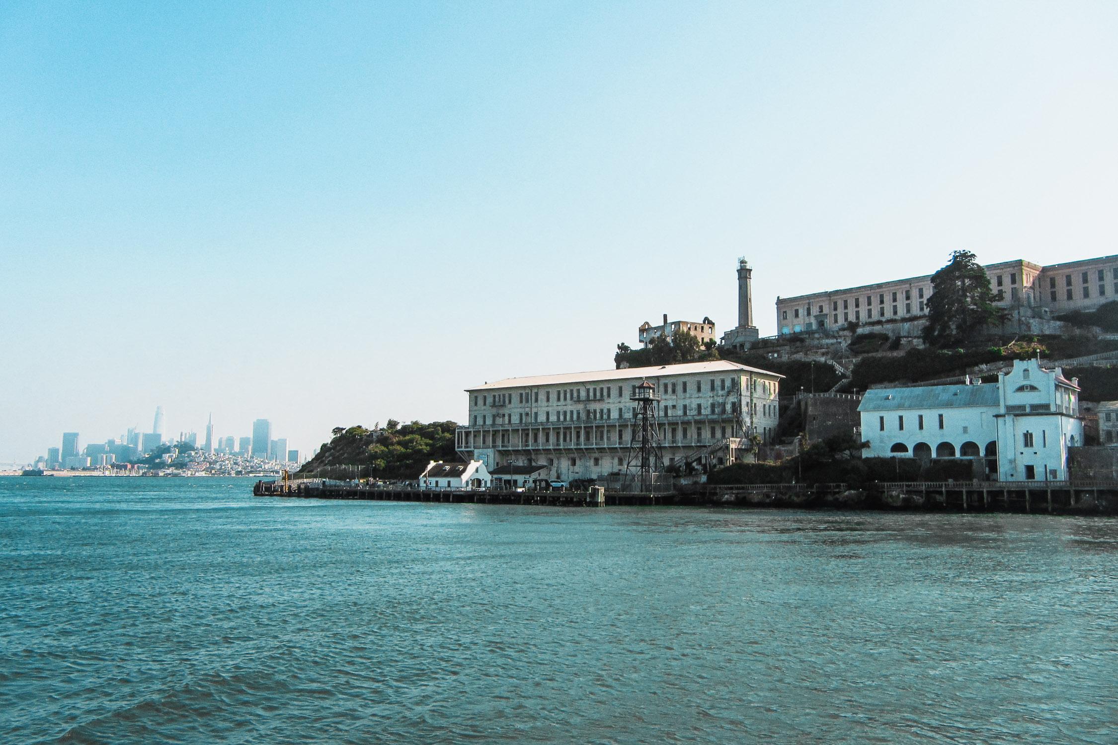 Alcatraz mit Skyline von San Francisco